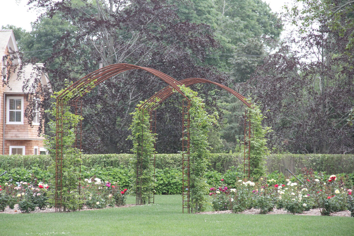 rose-gardens-in-commom-greens-of-hotel-with-custom-archways-2